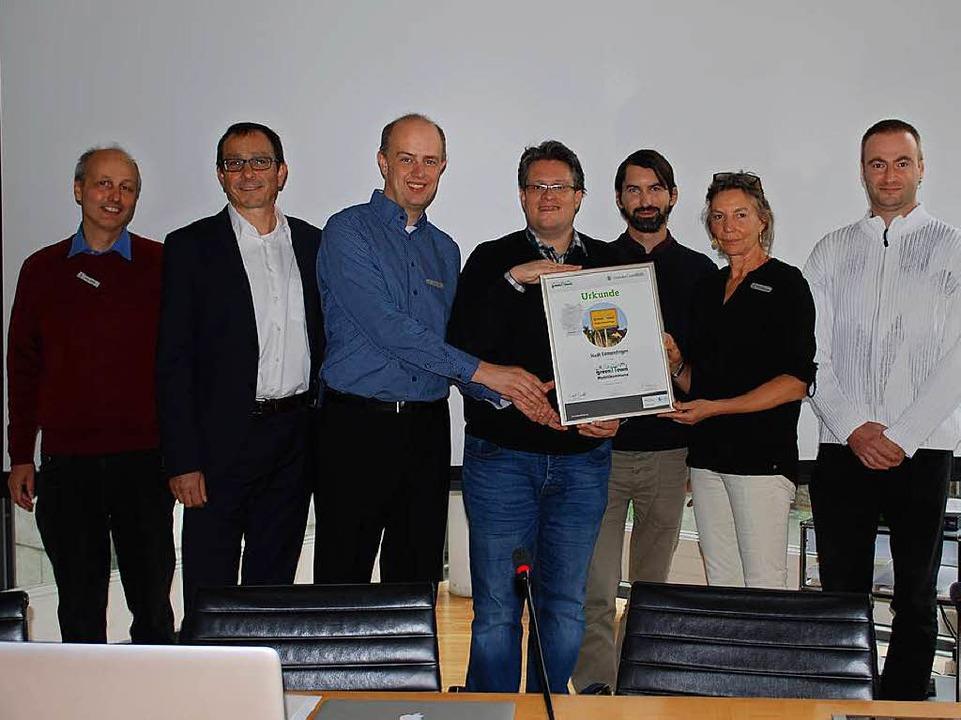 Vertreter der Stadt und Referenten der...gieeinsparung im IT-Bereich statfanden  | Foto: Sylvia-Karina Jahn