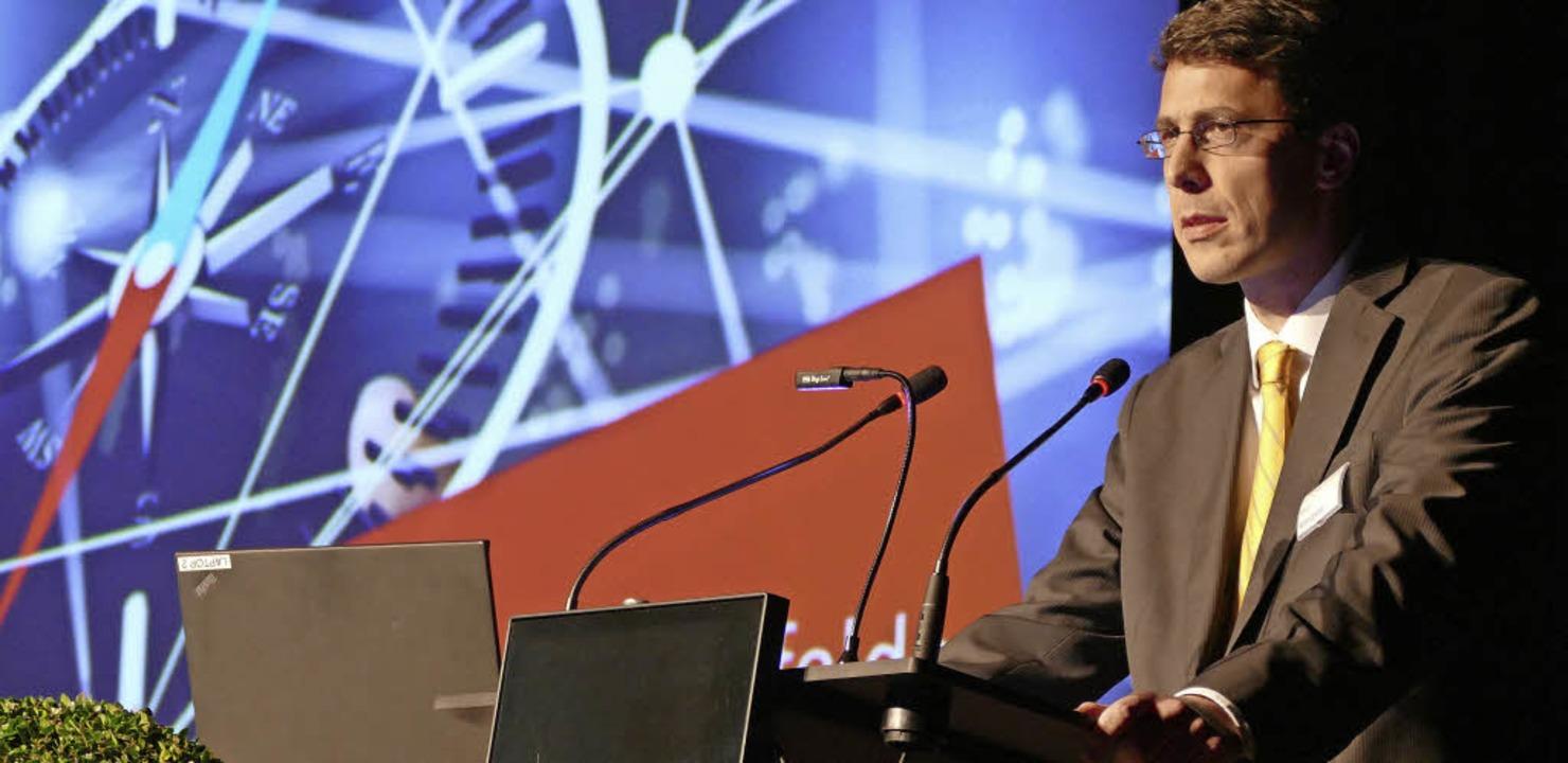 Wirtschaftsförderer Elmar Wendland moderierte den Abend.  | Foto: Ralf H. Dorweiler