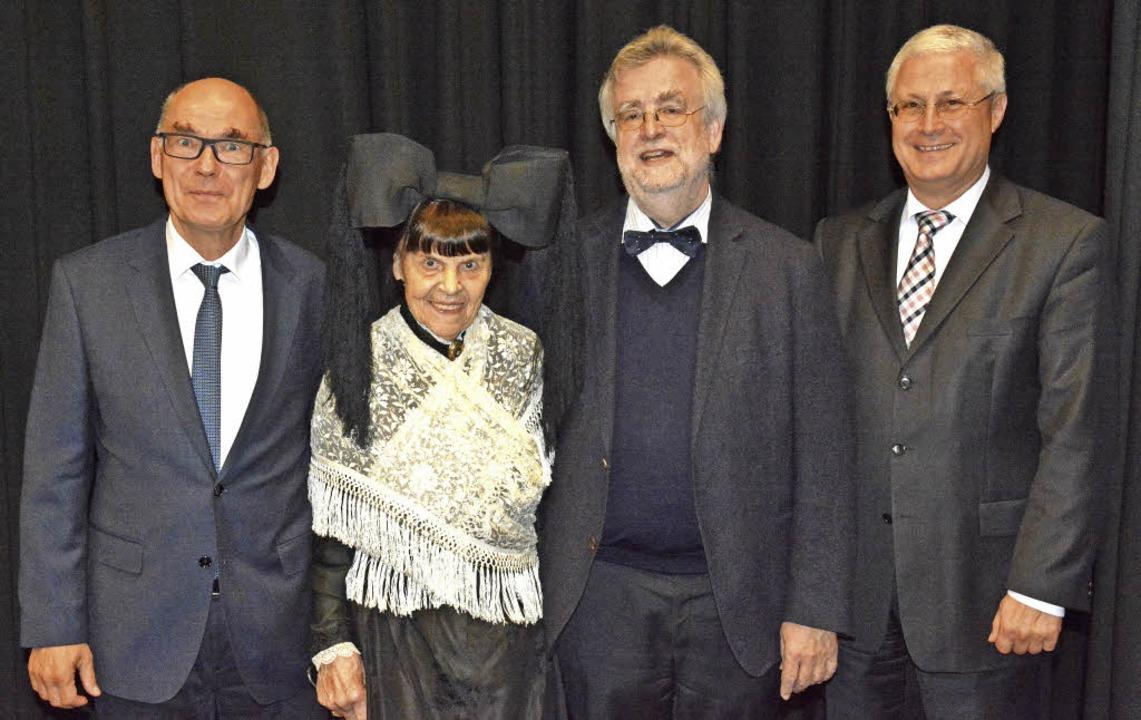 50 Jahre Heimatverein: Vorsitzender Uw... hatten am Mittwoch Grund zur Freude.   | Foto: Lauber