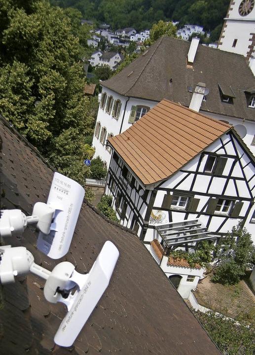 Vom Rathaus aus wird der Freifunk vom ...er Kirchturm der evangelischen Kirche   | Foto: Roland Zimmermann
