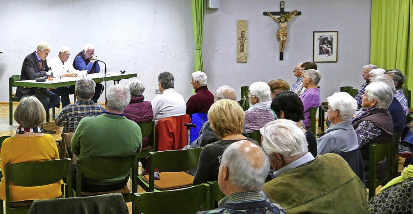 Gespannt lauschten die Zuhörer der Lesung.   | Foto: Louis Gross