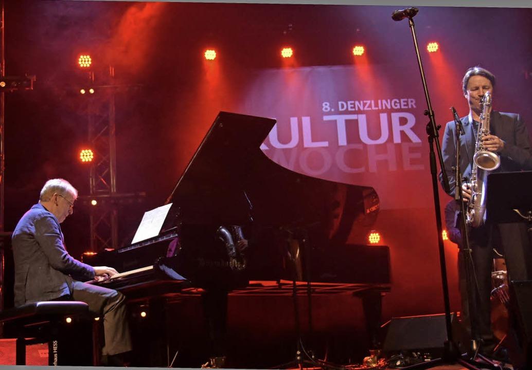 Pianist Helmut Lörscher und Saxophonis...ühn spielen vor begeistertem Publikum.    Foto: Andrea Steinhart