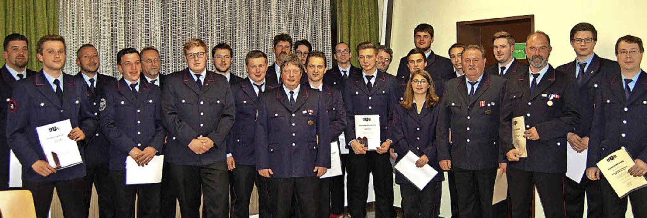 Die Geehrten und Beförderten der Feuerwehr St. Blasien  | Foto: Claudia Renk