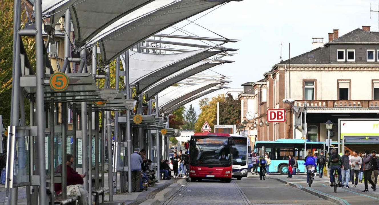 Auch eine Entzerrung des Busaufkommens... Farbe der künftigen Stadtbusse sein.   | Foto: Ralf Burgmaier/BZ-INFOGRAFIK
