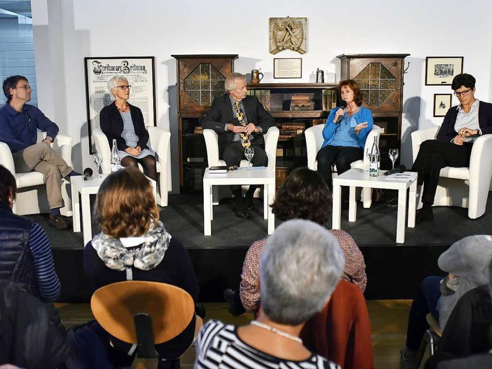 Die Diskutanten (von links): Michael W...upka, Uta Roser und Miriam van Buiren   | Foto: Thomas Kunz