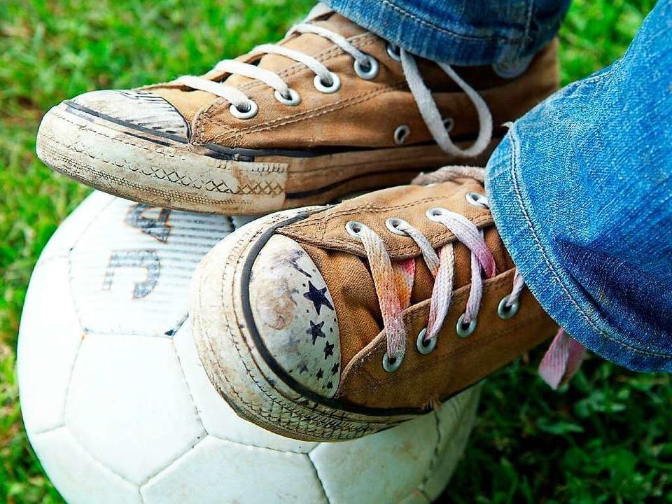Gerade bei Kindern unglaublich beliebt... und Mädchen in Fußballvereinen aktiv.  | Foto: Gudrun Petersen/JOKER