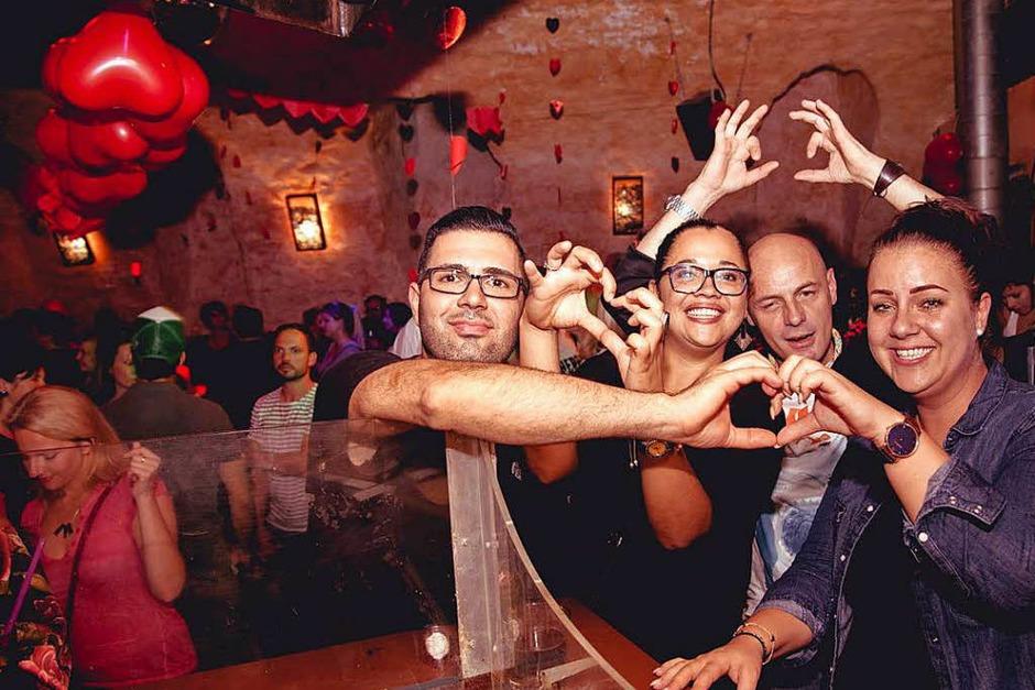 """Bei der Veranstaltung """"I love Knutschen"""" im Harmonie Gewölbekeller dreht sich alles um die Liebe. (Foto: Julia Klaus)"""