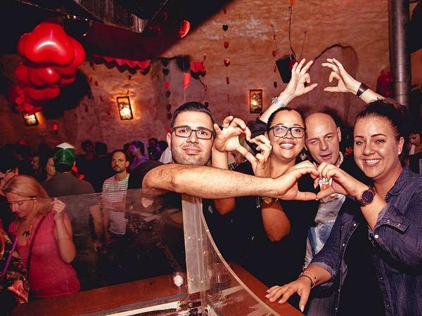 """Bei der Veranstaltung """"I love Knutschen"""" im Harmonie Gewölbekeller dreht sich alles um die Liebe."""