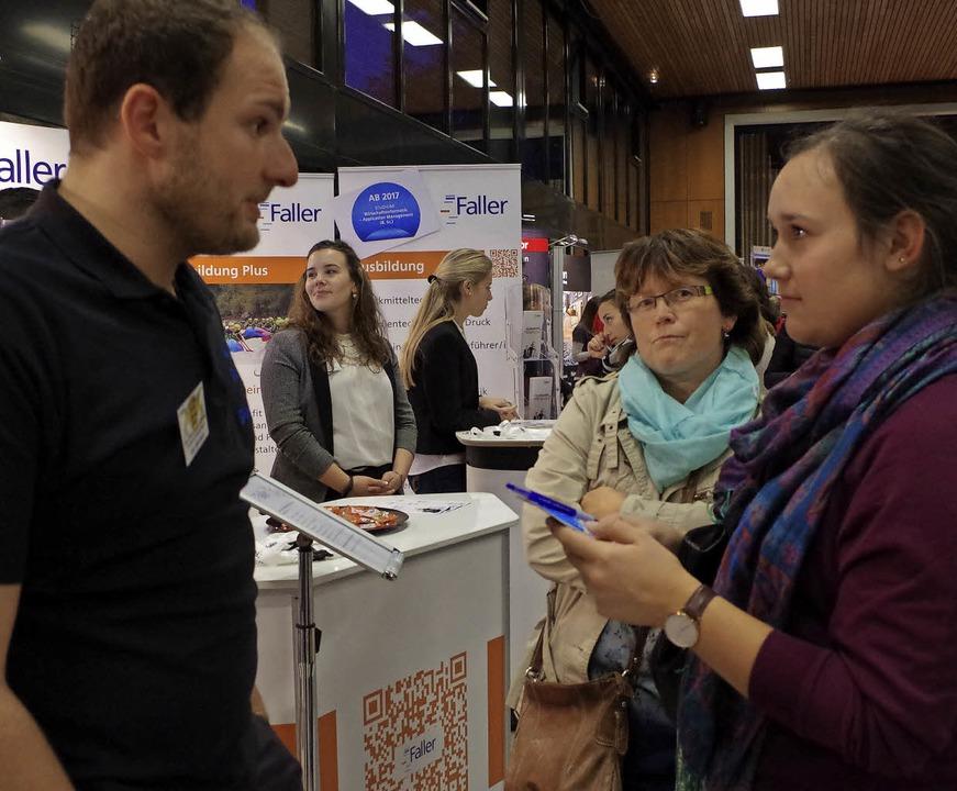 Das Plus der regionalen Jobstartbörse:... die über ihre Erfahrungen berichten.   | Foto: K. Bächle