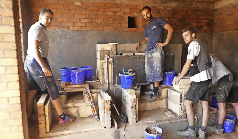 Feste angepackt haben Handwerker aus W...ng eines Küchenhauses mit Waschküche.     Foto: privat