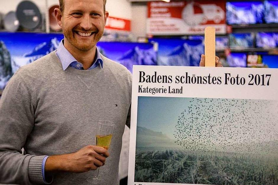 Damian Wagner mit seinem Siegerfoto. Der in Freiburg aufgewachsene BZ-Abonnent, der jetzt in Stuttgart lebt, hat es am Neujahrstag 2017 aus einem ICE heraus ausgenommen – bei Bad Bellingen. (Foto: Julia Klaus)