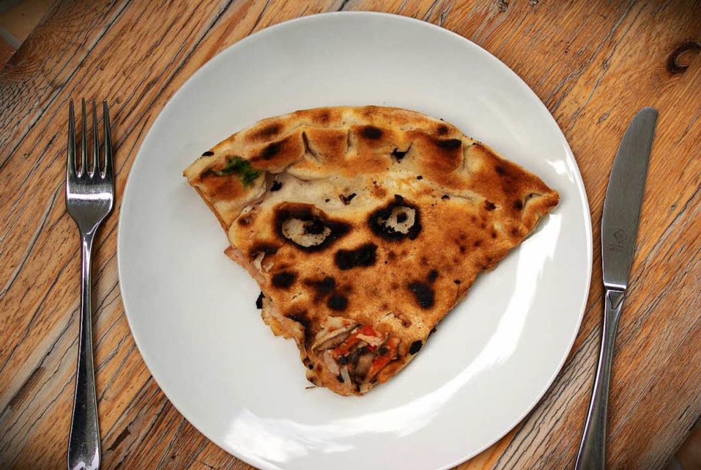 Wer die Pizza im Ofen vergisst, muss mit Brandflecken rechnen (Symbolbild).  | Foto: photocase.de/Lise_Noergel