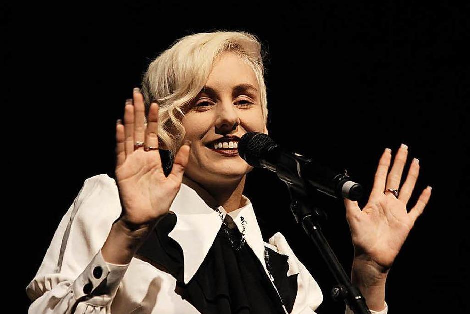 Lisa Eckhart eröffnete die Kulturwoche am Donnerstag, 5. Oktober (hier bei einem Auftritt beim Grenzenlos-Festival in Freiburg im Januar) (Foto: Wolfgang Grabherr)