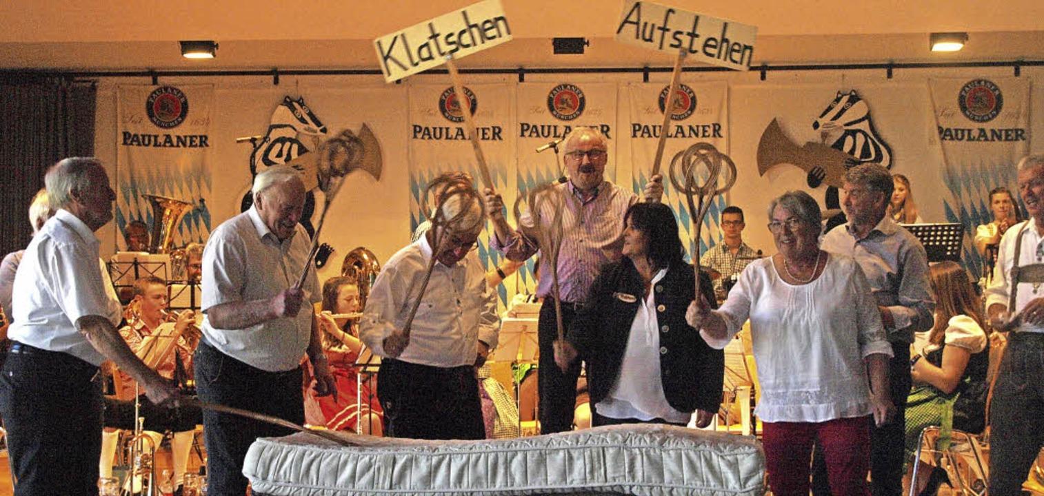 Bombige Stimmung herrschte wieder einm... zu einer Aktion auf die Bühne gebeten  | Foto: Karin Stöckl-Steinebrunner