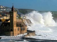 Wirbelsturm sorgt für Riesenwellen an irischer Küste