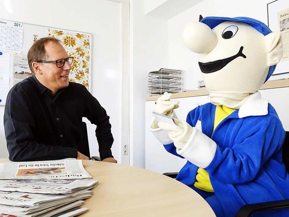 B. Zetti interviewt Chefredakteur Thomas Fricker.     Foto: Grabherr
