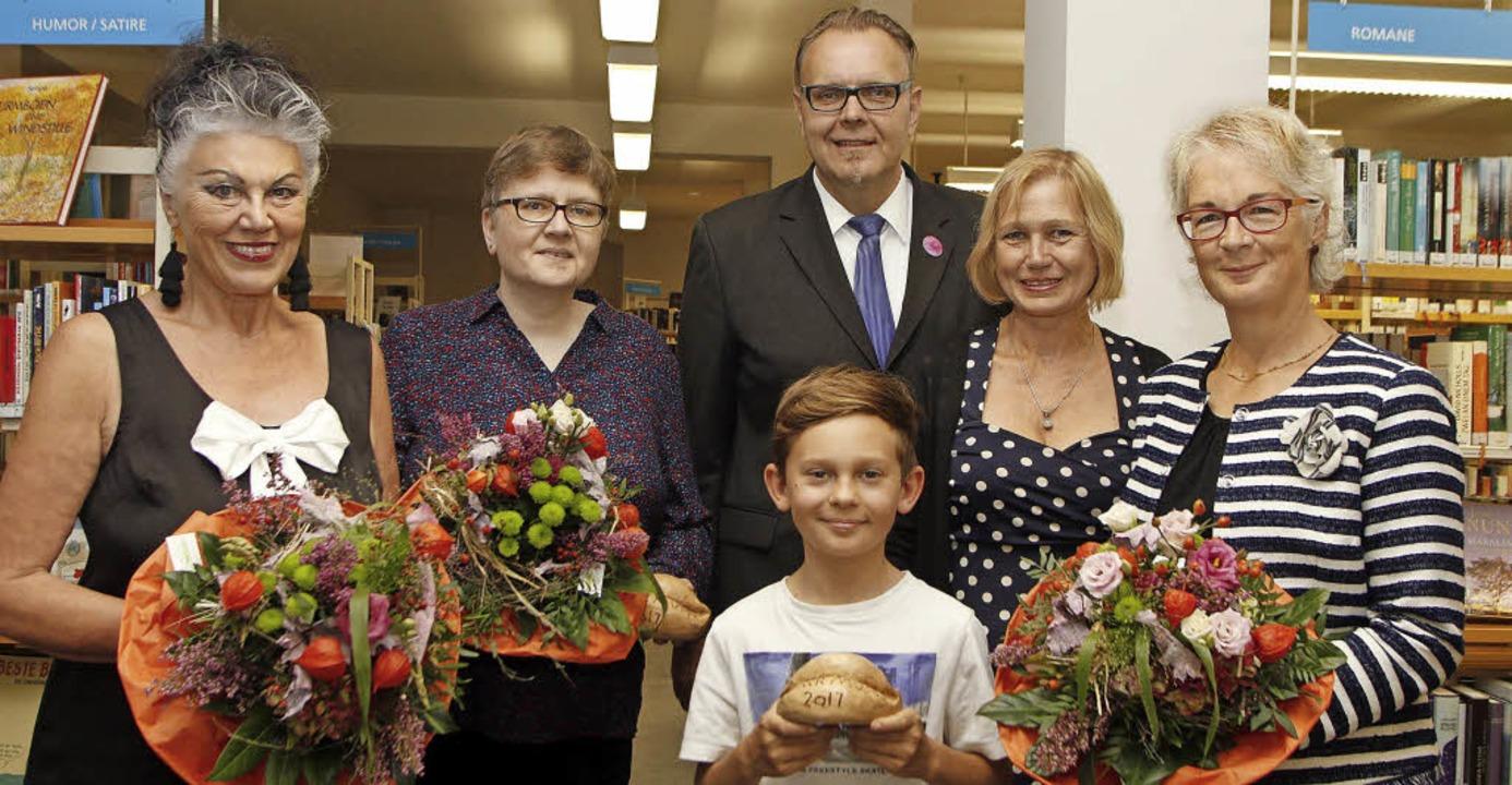Preisträger und Preisverleiher (von li...eboom, Birgit König und  Beate Reiner     Foto: Heidi Fössel