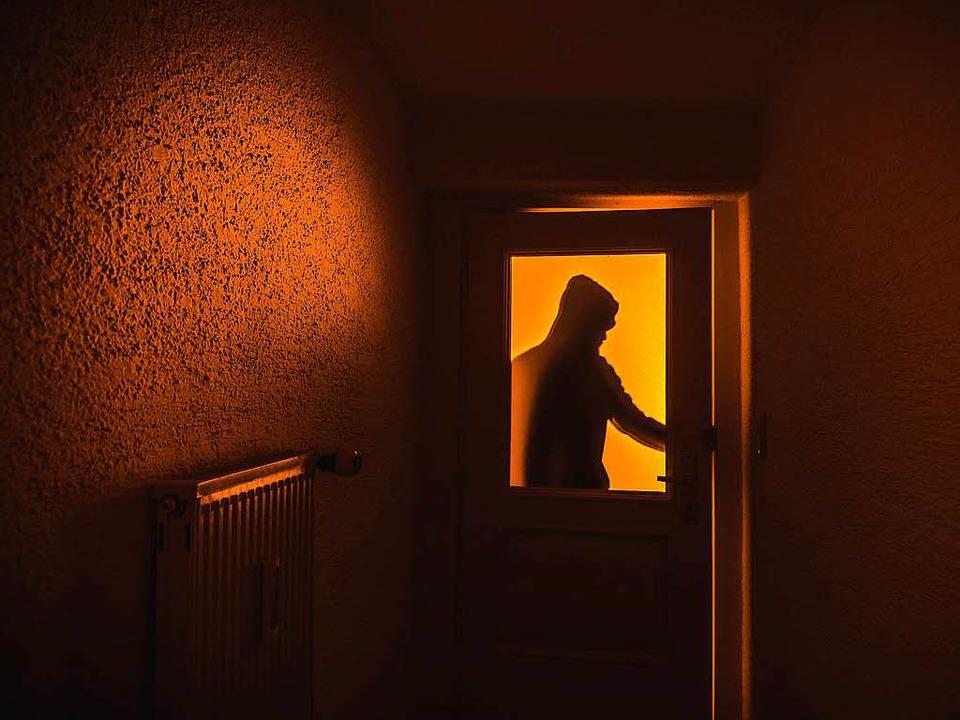 Die Unbekannten Einbrecher verschaffte...nicht geschlossene Türen (Symbolbild).  | Foto: dpa