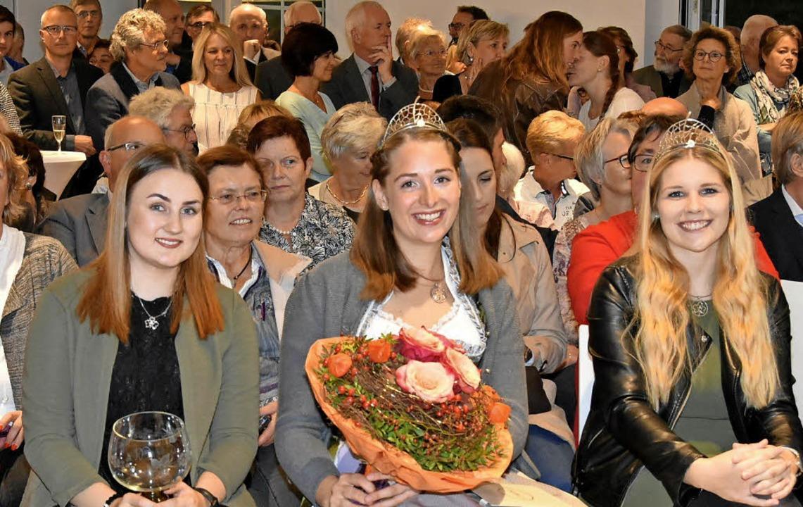 Hoheiten in der ersten Reihe: die Brei...inzessin Miriam Kaltenbach mit Blumen   | Foto: Andrea Steinhart