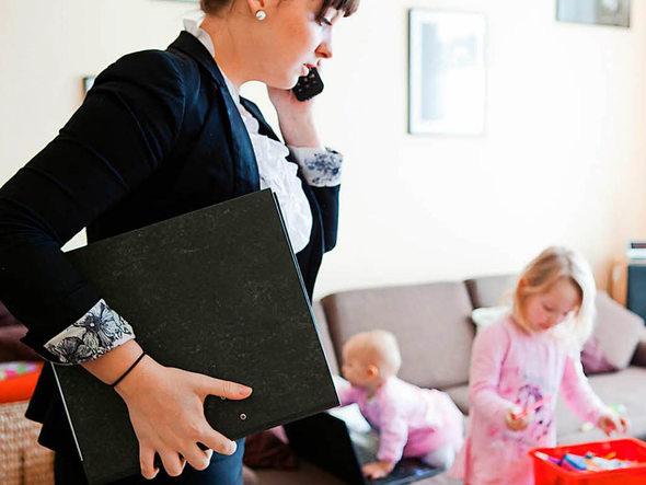 drei millionen haben in deutschland einen zweitjob wirtschaft badische zeitung. Black Bedroom Furniture Sets. Home Design Ideas