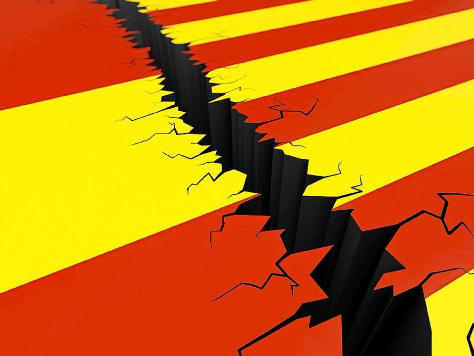 Der Graben wächst: links die Flagge Spaniens und rechts die Kataloniens.   | Foto: adobe.com
