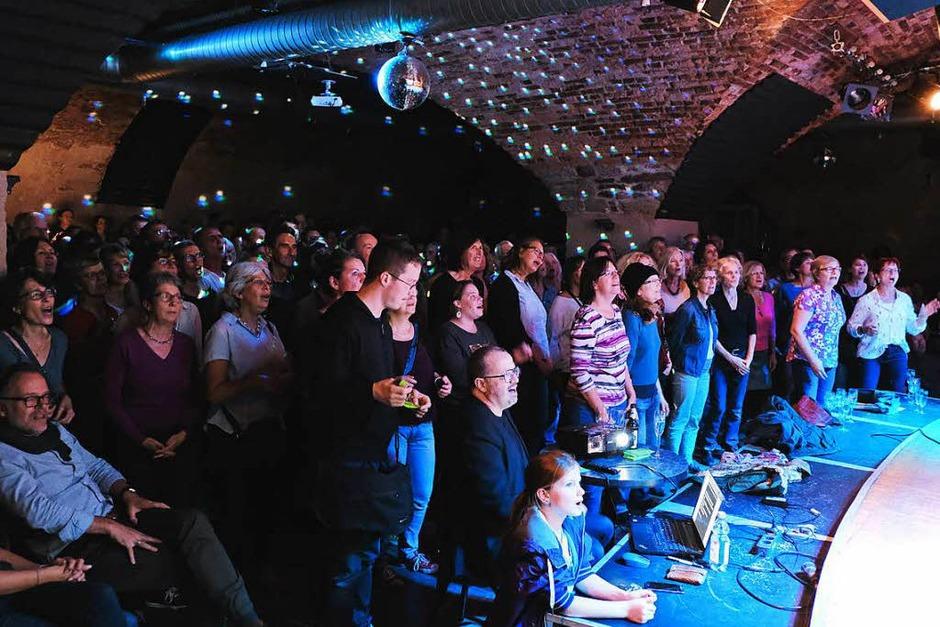 Das Jazzhaus war am Donnerstag bestens gefüllt – mit singfreudigen BZ-Leserinnen und Lesern. (Foto: Miroslav Dakov)