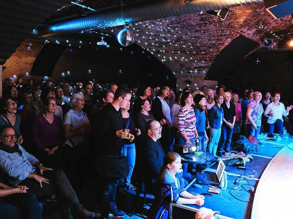 Das Jazzhaus war am Donnerstag bestens gefüllt - mit singfreudigen BZ-Leserinnen und Lesern.