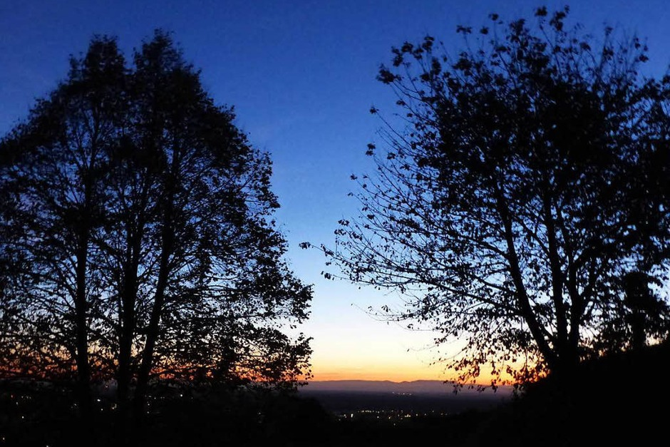 Lahr und die Rheinebene im Lichtschein des Abends (Foto: Hansjörg Vögele)