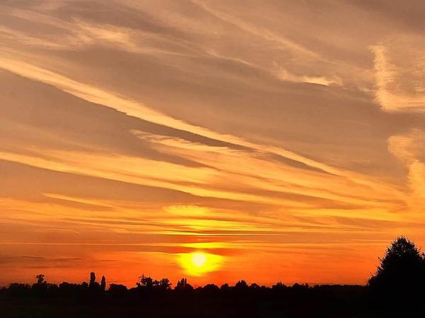 Mit Heißluft in den Sonnenuntergang. Aufgenommen in Schuttern