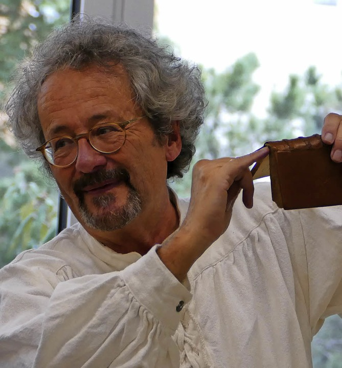 Martin Jösel als Buchbinder  | Foto: Elisabeth Weniger
