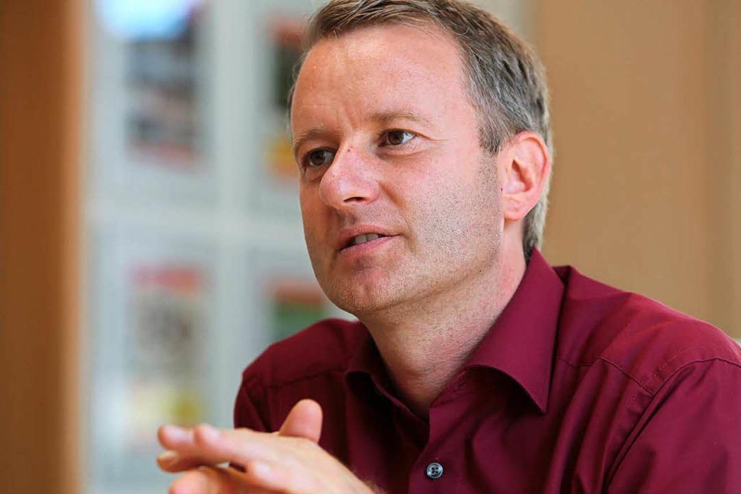 Pascal Weber heute als Noch-Hauptamtsl...signierter Bürgermeister von Ringsheim  | Foto: Christoph Breithaupt