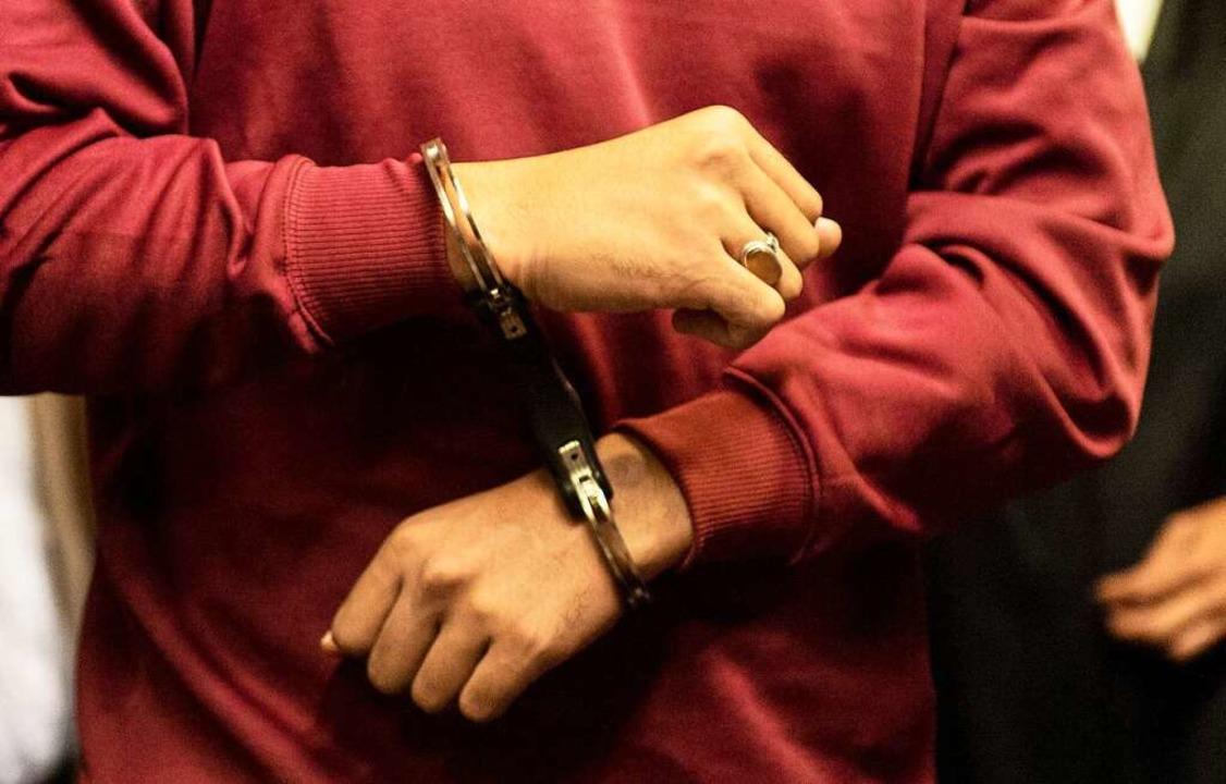 Der Angeklagte Hussein K. im Freiburger Gerichtssaal    Foto: dpa
