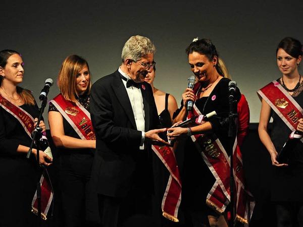 Von allen ehemaligen Chrysanthemenköniginnen erhielt Müller zum Geburtstag einen Wein ihres Krönungsjahrs.