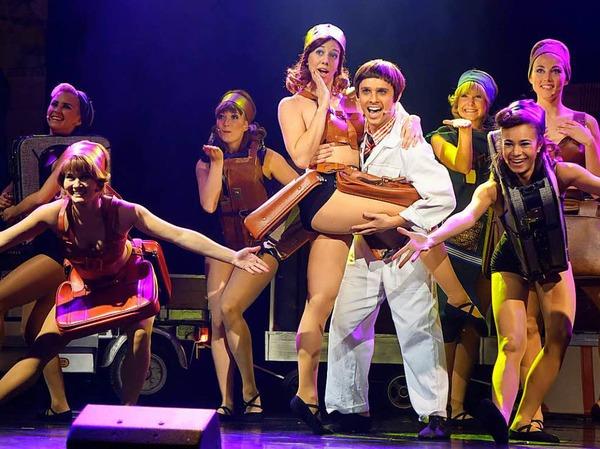 "Turbulenter Flug: Das Musical ""Happy Landing"" im Gloria-Theater"