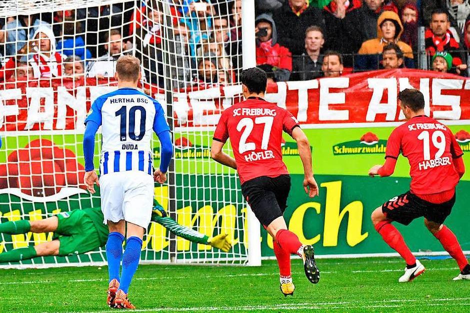 Das hier ist nicht zum Haare raufen: Haberer verwandelt einen Elfmeter zur 1:0-Führung für den Sportclub. (Foto: Achim Keller)