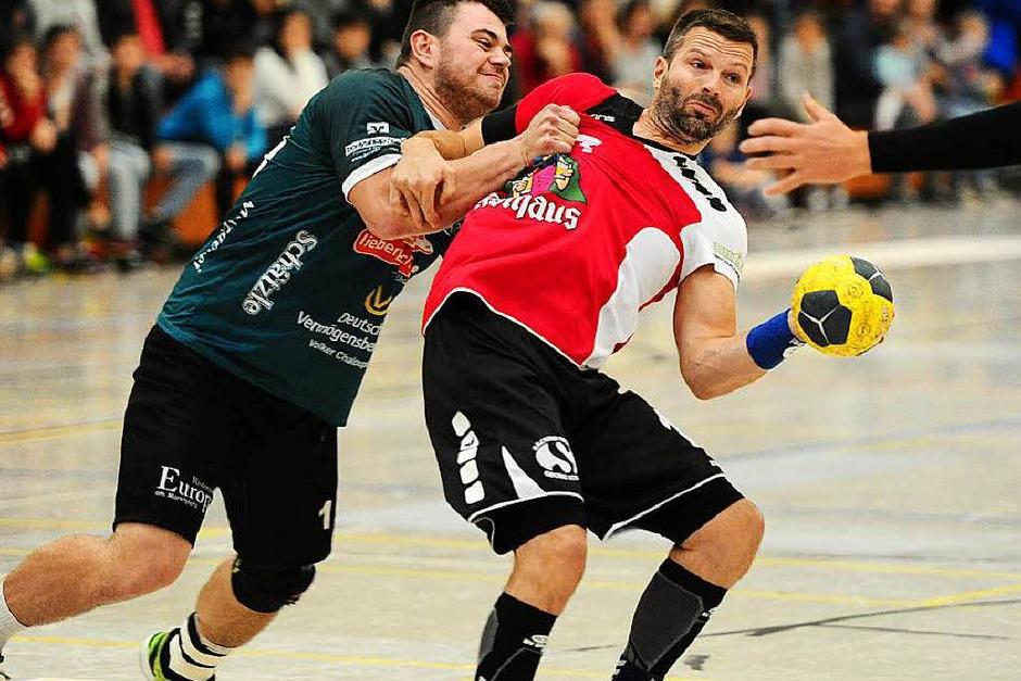Jede Menge Emotionen und Spielszenen in der gut gefüllten Breisgauhalle rund um das Derby zwischen dem TVH und dem TuS. (Foto: Pressebüro Schaller)
