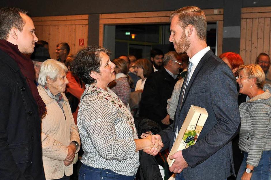 Viele wollten dem neuen Bürgermeister persönlich gratulieren. (Foto: Kai Kricheldorff)