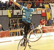 Kunstradsportler zeigt seine Klasse