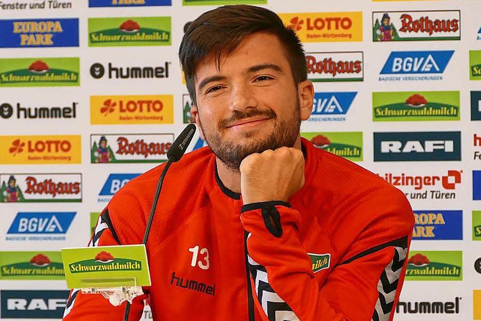 SC-Stürmer Marco Terrazzino war bestens aufgelegt und stellte sich geduldig den vielen Fragen der Kinder. (Foto: Sabrina Böttcher)