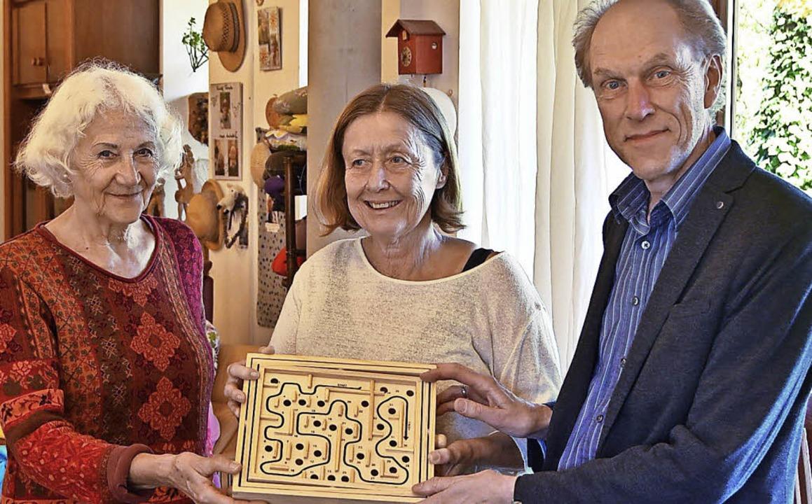 Heide Mondon (Ehrenamtliche, links), L... (Vorsitzender  des Vereins Labyrinth)  | Foto: Sophia Hesser