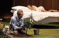 "Titus Engel dirigiert in Basel Verdis Oper ""La traviata"""