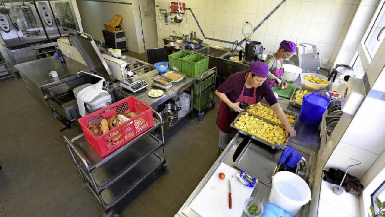Die Küche kocht täglich frisch, ökologisch und vegetarisch.     Foto: Ingo Schneider