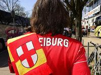 150 Vermummte griffen in Stuttgart Fanbus des SC Freiburg an