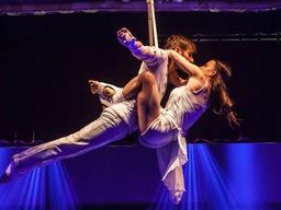 Die Artisten in der Dinner-Show des Cirque d'Europe im Europa-Park
