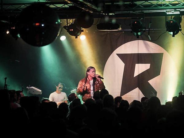 Romano heißt mit bürgerlichem Namen Roman Geike, kommt aus Berlin und trat am Freitagabend im Freiburger Waldsee auf.