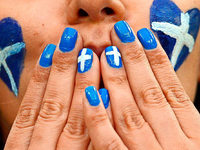 Woher kommen die weißen Flecken auf Fingernägeln?