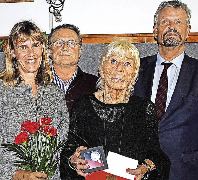 Kreisvorsitzende Birte Könnecke (links...mann, Ellen Brinkmann und Gernot Erler  | Foto: Manfred Frietsch