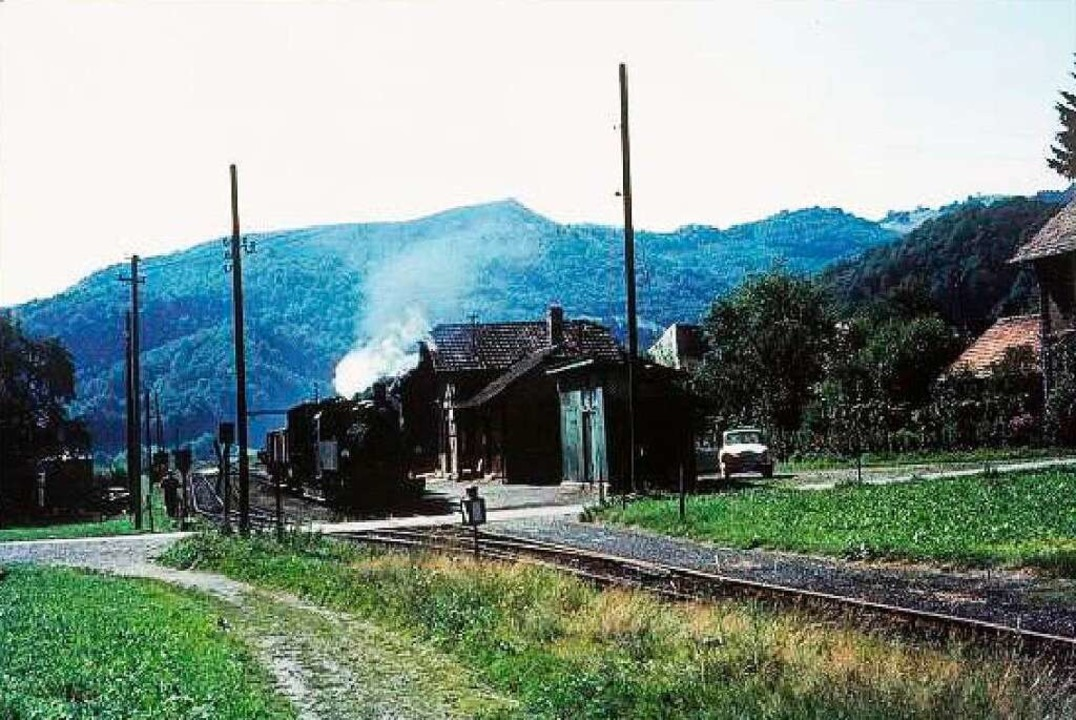 Der Utzenfelder Bahnhof stand dort, wo heute die Gemeindehalle steht.  | Foto: Archiv Benno Dörflinger