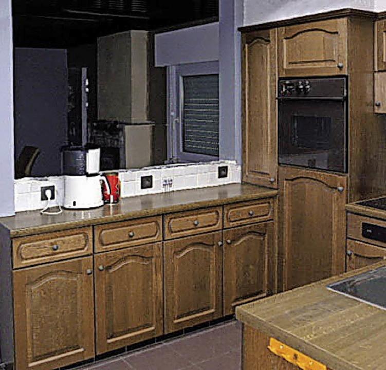 Foto veranstalter modernisiert aus einer in die jahre g n eine moderne hochglanzküche werden