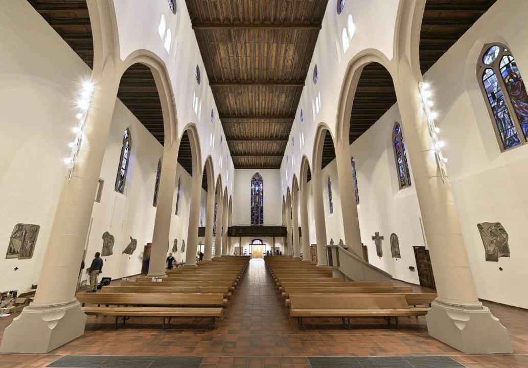 Neue Beleuchtung, neue Farbe: Viel heller ist's nun in der Martinskirche.   | Foto: Thomas Kunz